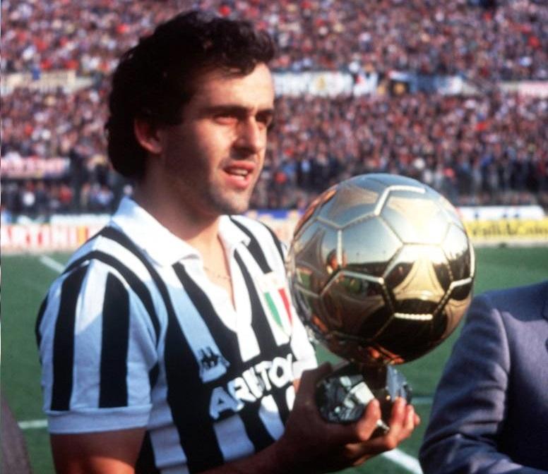 Michel Platini l'un des meilleurs joueurs français de l'histoire et un des meilleurs tireurs de coups francs du monde