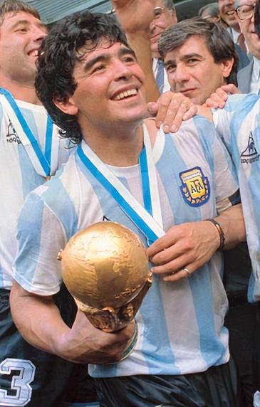 Diego Maradona fait partie des meilleures milieux offensifs de l'histoire du football